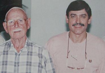 Foto: Dr. John Mustardé e Dr. Eurípedes da Mota Moura, em setembro de 1997, Congresso de Goiânia